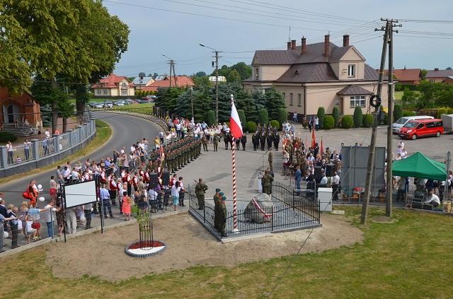You are browsing images from the article: Uroczystość patriotyczna i Festyn Rodzinny w Książnicach – 10.06.2018