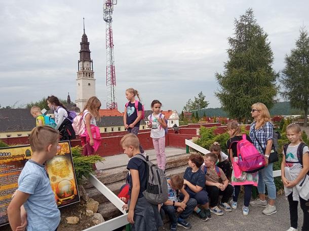 You are browsing images from the article: Wycieczka kl.I-III do Połańca, Bałtowa i Opatowa - 16.09.2021